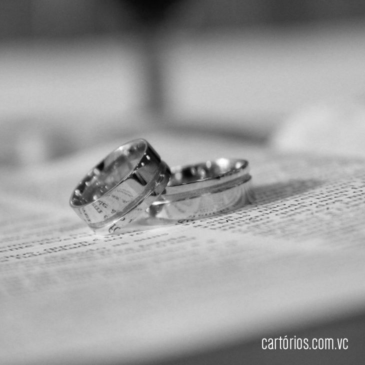 Certidão de casamento anula a de nascimento?